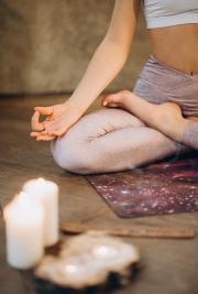 Meditieren reduziert Stress und beruhigt den geist und den Verstand.
